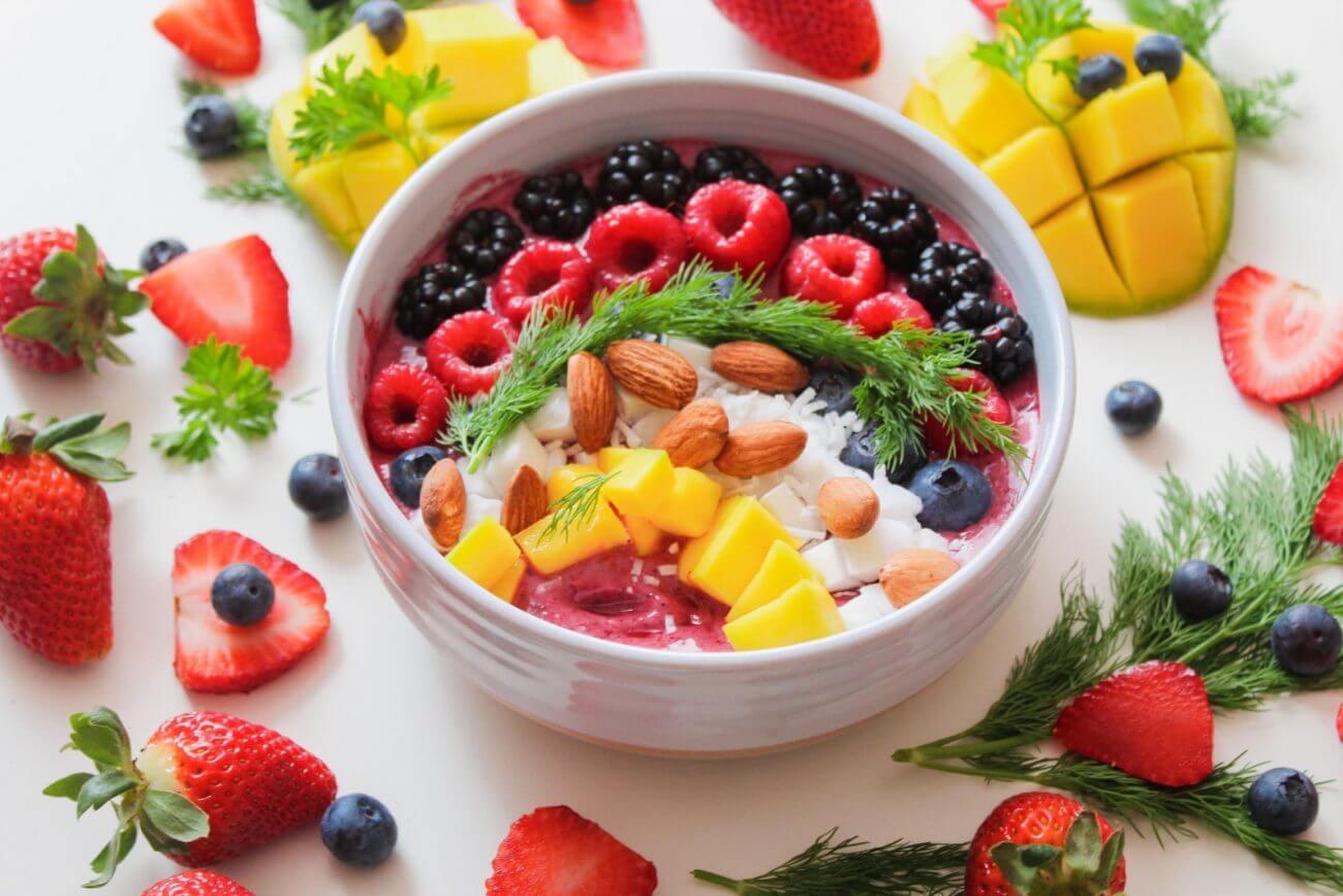 Obst, Beeren, Schale voller früchte
