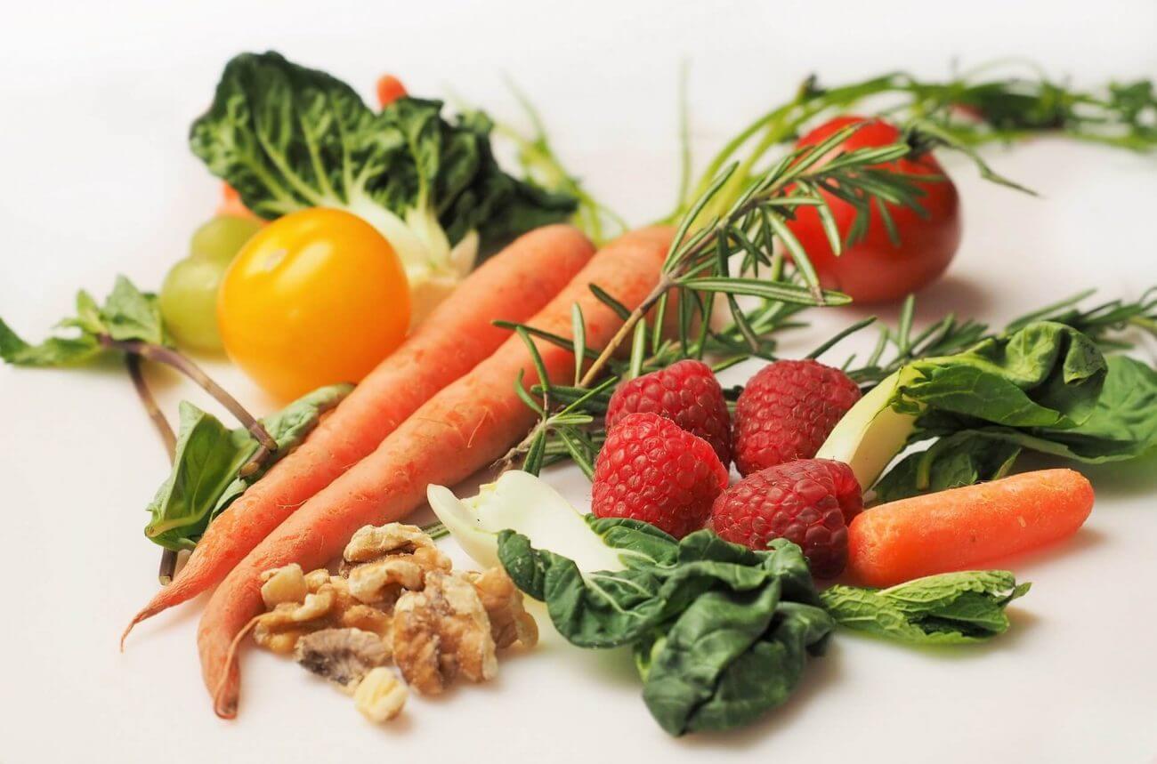 microgreens, carrot-kale-walnuts-tomatoes